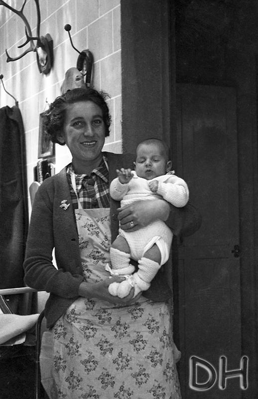 bébé dans les bras d'Hortense